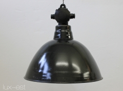 The lamp is made of enamelled steel sheet, outside black and inside white. The distribution box is made from bakelite and is installed on the lamp dome.  There were produced three different sizes of this kind of industrial factory lamp, this is the medium size M.